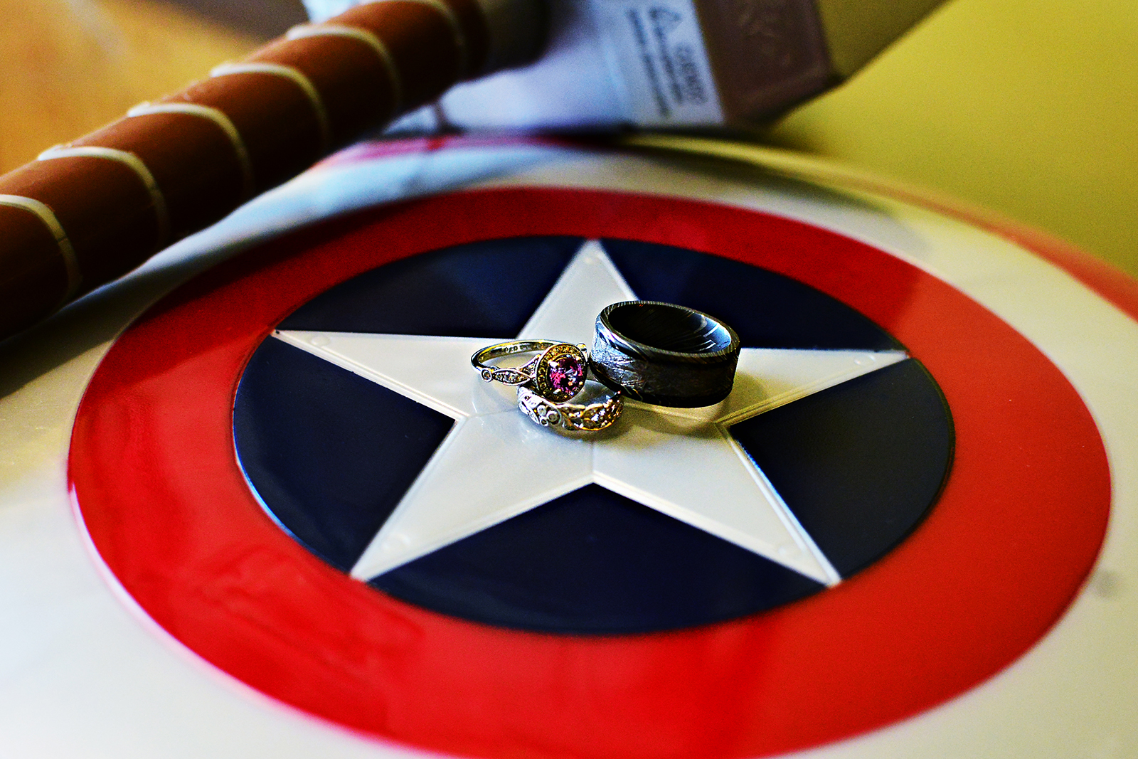 cake, wedding cake, stephy wong photography, wedding details, super hero wedding details, captain america wedding