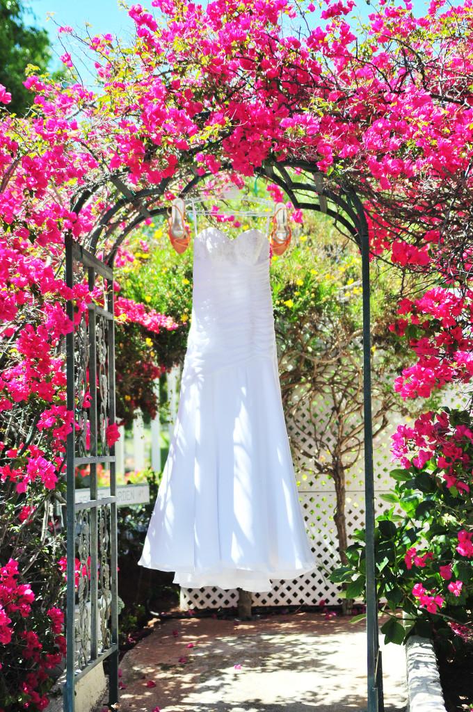 cake, wedding cake, stephy wong photography, wedding details, wedding dress hung
