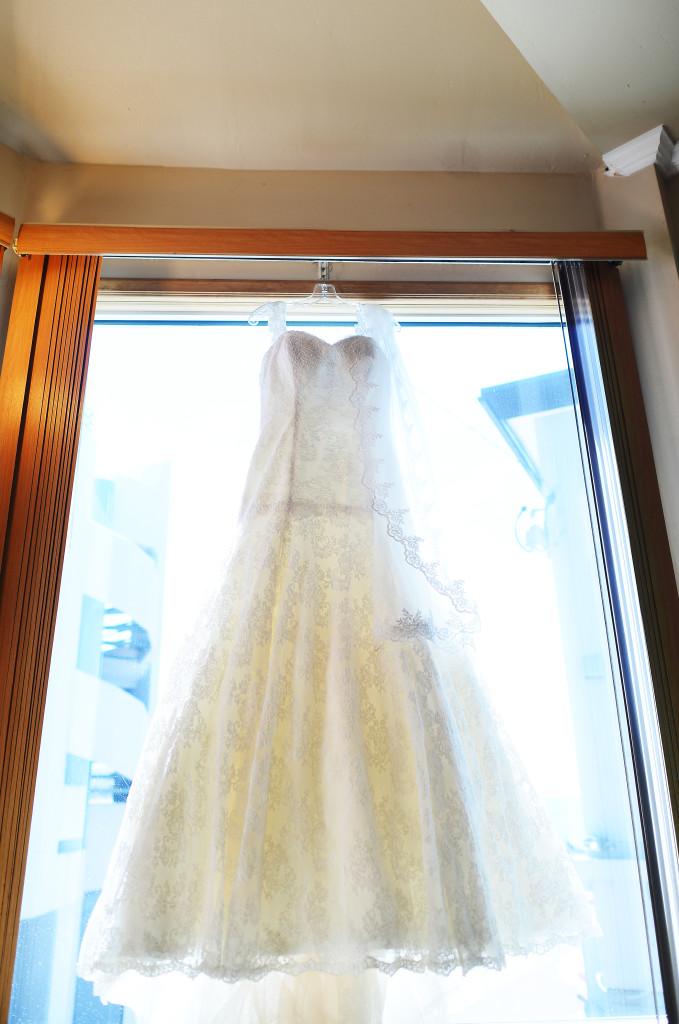 cake, wedding cake, stephy wong photography, wedding details, wedding dress hung up