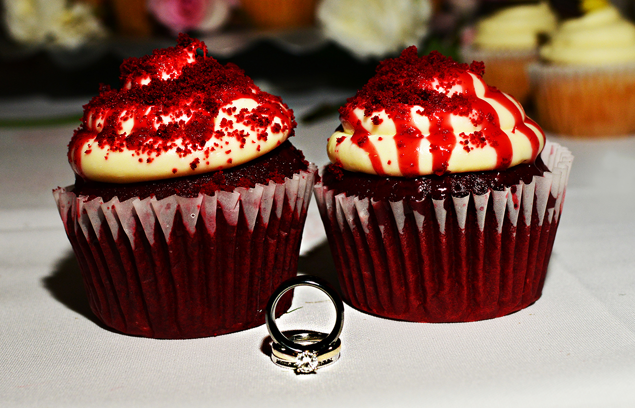 cake, wedding cake, stephy wong photography, wedding details, ring shot, red velvet cupcakes