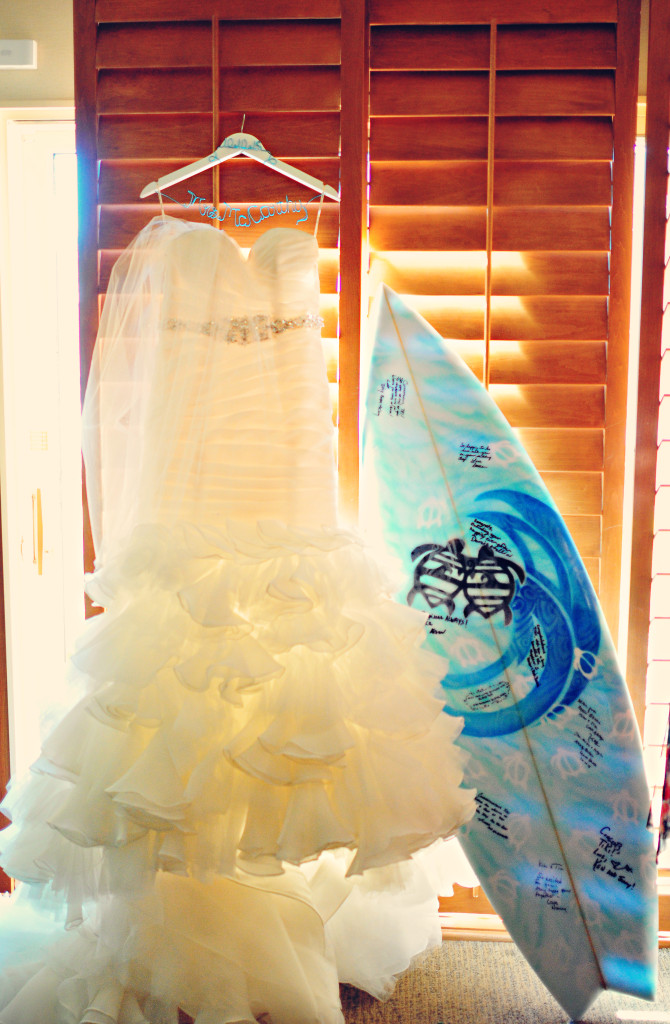 cake, wedding cake, stephy wong photography, wedding details, hawaii theme wedding, surfer wedding