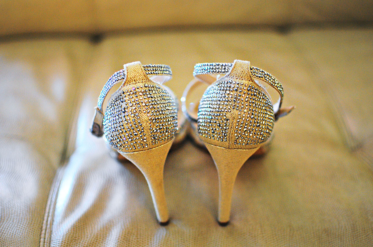 cake, wedding cake, stephy wong photography, wedding details, shoe shot, bling shoes, wedding heels
