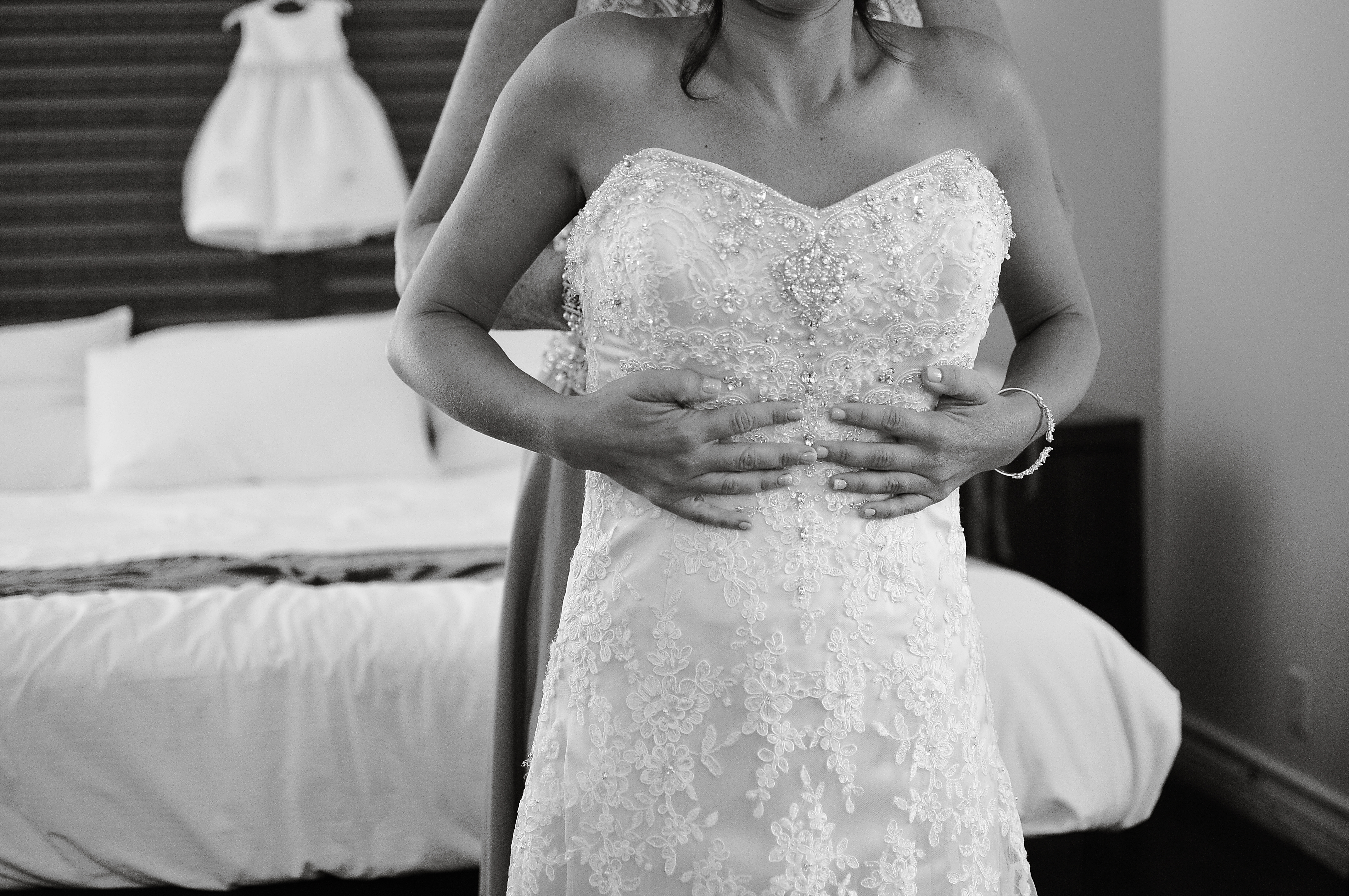 getting ready wedding, san diego wedding, stephy wong photography, paradise point wedding